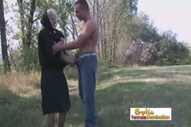 فيديو ادخال اليد في الطيز