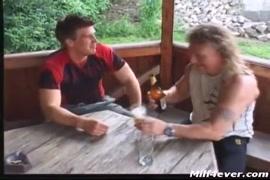 سكس بنت سمينه تمارس الجنس مع كلب على التيوتوب