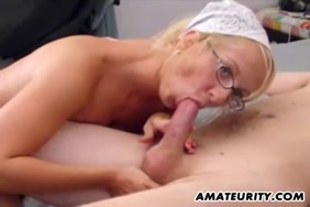 أماندا رايلي يمارس الجنس مع فرنك بلجيكي ويأخذ نائب الرئيس على ثديها ووجهها.