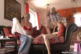 يمارس الأولاد الجنس مع آبائهم وصورهم الجنسية العارية وصور فيديو emo.