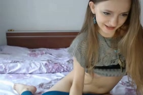 أول مرة أختي كانت تستمني على كاميرا الويب مع بخ.