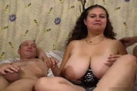 سكس بنت مصريه في مزرعه مع اثنين
